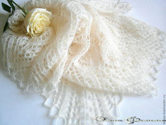 Пуховая шаль паутинка, вязаная спицами из мохера. Свадебный аксессуар, шаль на свадьбу, белая шаль, шаль айвори