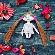 Куклы и игрушки ручной работы. Ярмарка Мастеров - ручная работа Текстильная куколка-брелок. Handmade.