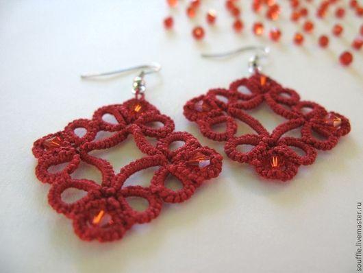 Красные кружевные, ажурные серьги  с кристаллами. Кружево ручной работы. Фриволите.