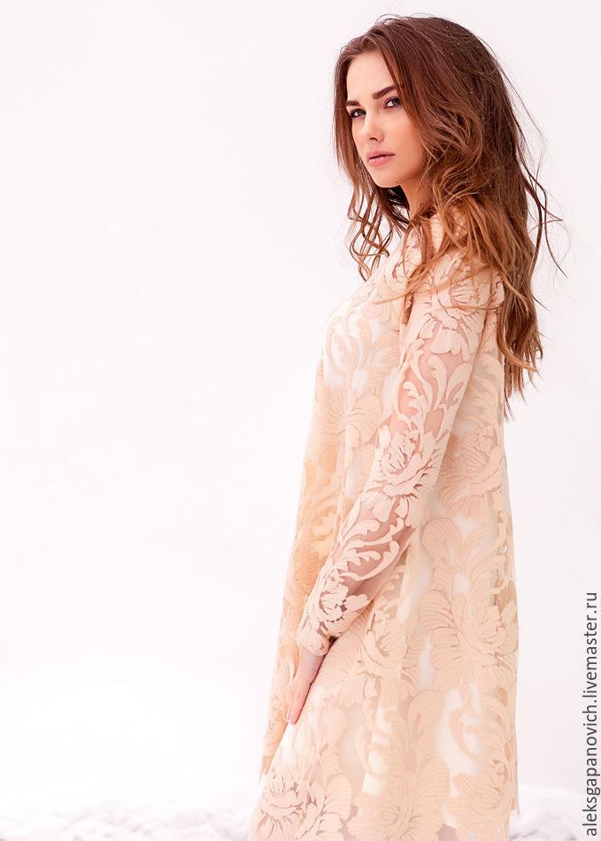 Платье в сетку с пайетками