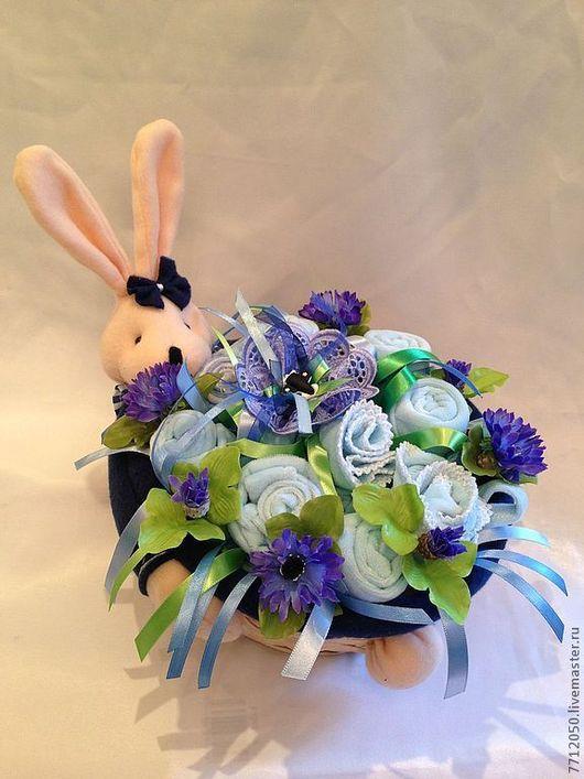Бэби-букет голубой букет из детской одежды подарок на рождение на крестины для новорожденного для молодой мамы букет с васильками необычный подарок в корзине