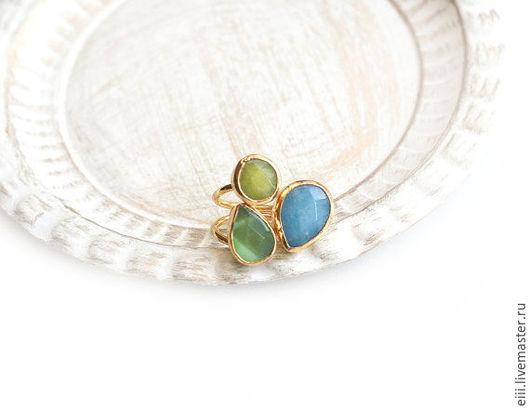 Кольца ручной работы. Ярмарка Мастеров - ручная работа. Купить Кольцо с нефритом голубого и желтого цветов, зеленым кошачьим глазом. Handmade.