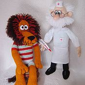Куклы и игрушки ручной работы. Ярмарка Мастеров - ручная работа Доктор Айболит с пациентом, вязаные игрушки. Handmade.