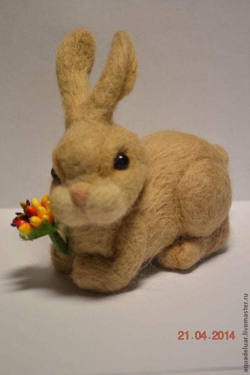 """Игрушки животные, ручной работы. Ярмарка Мастеров - ручная работа. Купить Валяный зайчик """"Милашка"""". Handmade. Бежевый, валяный заяц"""