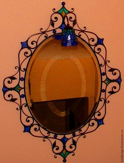 """Зеркала ручной работы. Ярмарка Мастеров - ручная работа. Купить Витражное настенное зеркало в кованой раме с подсветкой """"колокольчик"""".. Handmade."""