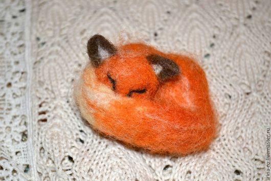 """Броши ручной работы. Ярмарка Мастеров - ручная работа. Купить Брошь """"Спящий лис"""". Handmade. Рыжий, брошь лиса"""