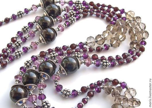 Сотуар очень длинные бусы из натурального граната винного цвета, разной формы и размера, розового топаза, раухтопаза, граненого мелкого гематита  и серебра.