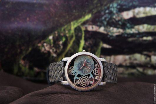 Часы `Амазония`  Болотный цвет, зеленый цвет, кожа рыбы, болотный, джунгли, винтаж, часы женские, часы наручные, старинные.