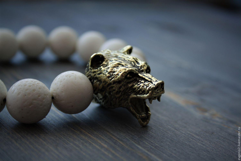 Мощный браслет из натурального камня и бронзы