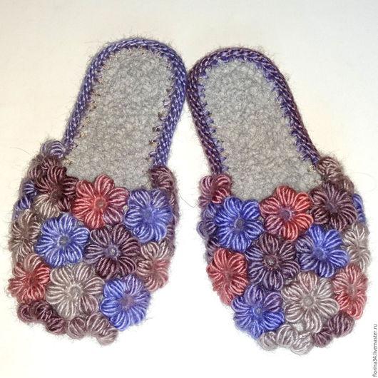 Обувь ручной работы. Ярмарка Мастеров - ручная работа. Купить Тапочки вязаные  Клумба в пастельных тонах. Handmade. Тапочки