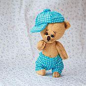 Куклы и игрушки ручной работы. Ярмарка Мастеров - ручная работа Мишка в яркой кепочке. Handmade.