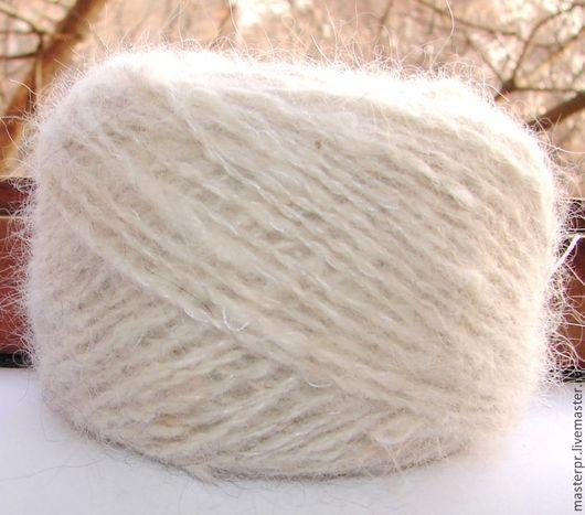 Пряжа «Белый Пушистик» из пуха самоедской лайки. Состав : 100% пух самоедской лайки . Ручное прядение . Для ручного вязания. Толщина нитки – 160метров  на 100грамм  Пряжа в мотках и отмыта .