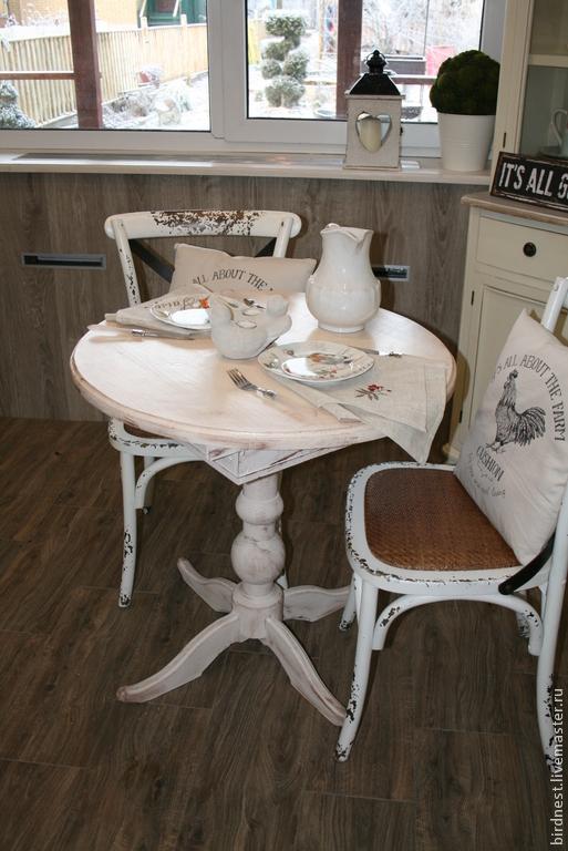 Стол круглый раскладывающийся в винтажном стиле, в традиционном для этого стиля цвете - словновой кости. Может быть использован и для кухни, и для гостиной. Идеальный для стиля шебби-шик. Принимаем заказы на изготовление предметов мебели из НАТУРАЛЬНОГО дерева. С условиями покупки и размещения заказа можно ознакомиться в правилах магазина (слева на панели)