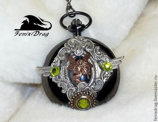 Кулон-часы `Легенда Ирландии` на цепочке в стиле Винтаж (Старинный, Стимпанк, Викторианский стили) кварцевые черные часы, гематит, винтажная латунь в покрытии серебром, латунь в патине, стразы Автор