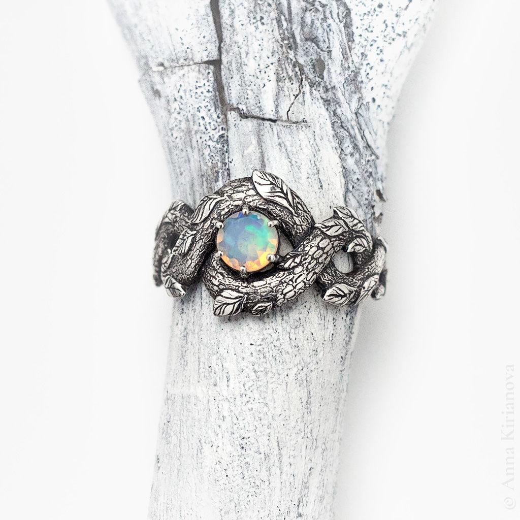 Серебряное кольцо с опалом Лесной Полоз – купить на Ярмарке Мастеров – K4VMIRU | Кольцо помолвочное, Екатеринбург