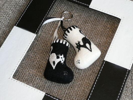 """Персональные подарки ручной работы. Ярмарка Мастеров - ручная работа. Купить Cувенирные валенки """"Черная кошка, белый кот"""". Handmade."""