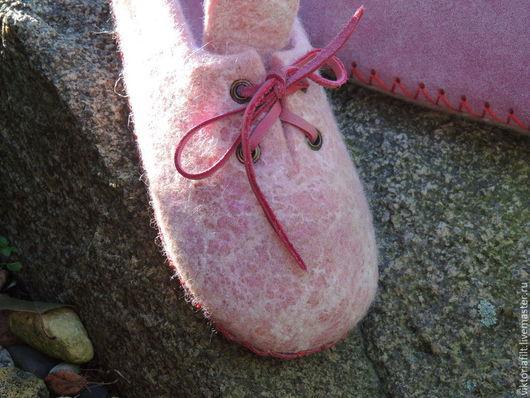 """Обувь ручной работы. Ярмарка Мастеров - ручная работа. Купить Тапочки валяные женские """"Нежный розовый"""". Handmade. Бледно-розовый"""