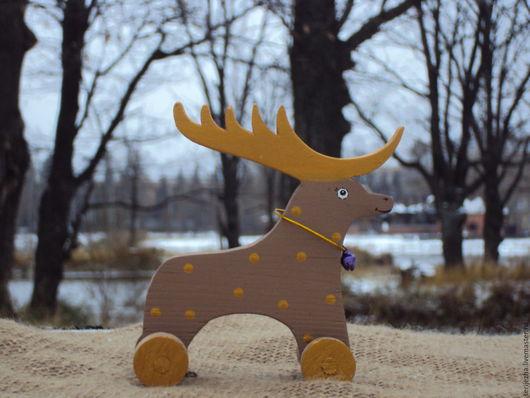 Олень-каталка (средний) декорированный, деревянная игрушка ручной работы.