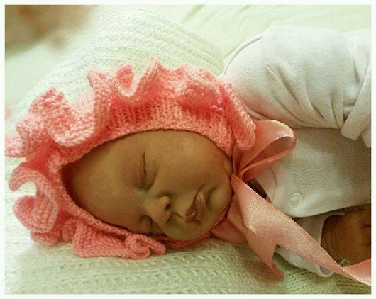 """Для новорожденных, ручной работы. Ярмарка Мастеров - ручная работа. Купить Шапочка-чепчик и пинетки для девочки спицами """"Розовые сны"""". Handmade."""