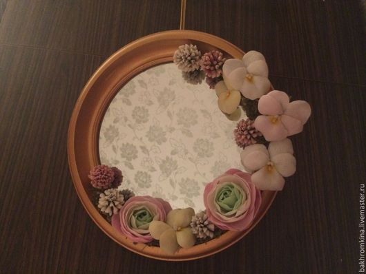 Зеркала ручной работы. Ярмарка Мастеров - ручная работа. Купить зеркало украшеное цветами из полимерной глины. Handmade. Бледно-розовый
