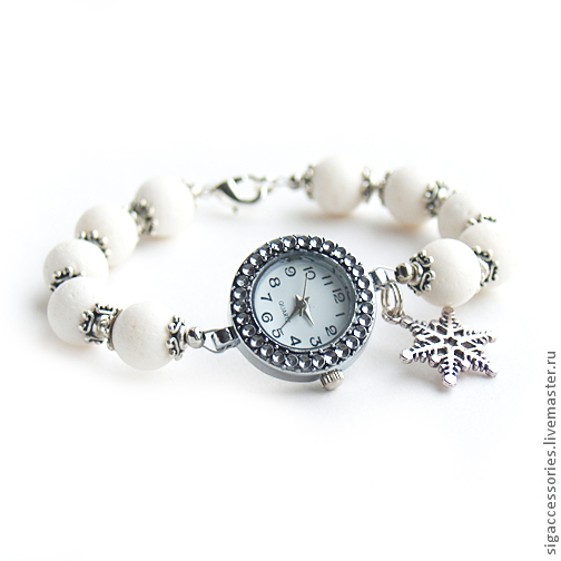 """Часы ручной работы. Ярмарка Мастеров - ручная работа. Купить Белоснежные часы-браслет """"Зима"""" из коралла. Handmade. Белый, зима"""