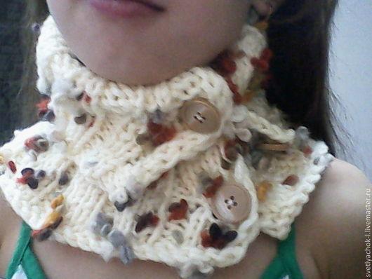 Шапки и шарфы ручной работы. Ярмарка Мастеров - ручная работа. Купить манишка на пуговицах из полушерстяной пряжи с цветными вкраплениями. Handmade.