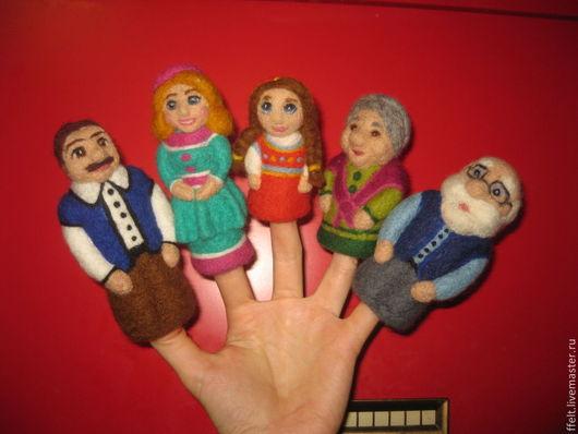 """Кукольный театр ручной работы. Ярмарка Мастеров - ручная работа. Купить """"Моя семья"""" - игровой набор. Handmade. Игровой коврик"""