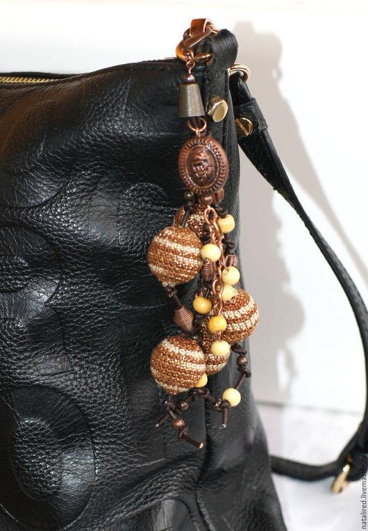 Украшения для сумок ручной работы. Ярмарка Мастеров - ручная работа. Купить Подвеска на сумку с вязаными бусинами. Handmade. Разноцветный, коричневый