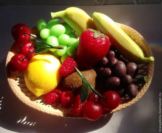 """Мыло ручной работы. Ярмарка Мастеров - ручная работа. Купить Мыло """"Фрукты"""" - банан, киви, яблоко, лимон, черешня, виноград. Handmade."""