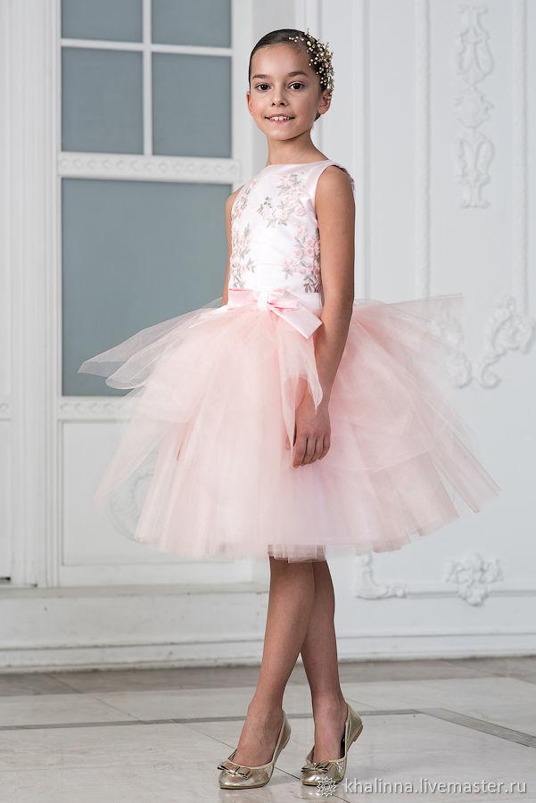 Платье Весна розового цвета с вышивкой