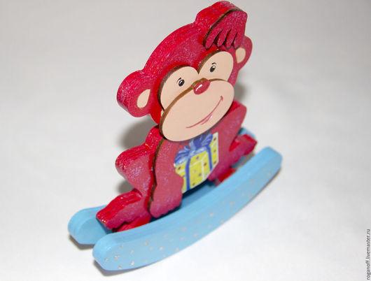 Символ 2016 года. Обезьяна, деревянная игрушка на полозьях. С подарком.