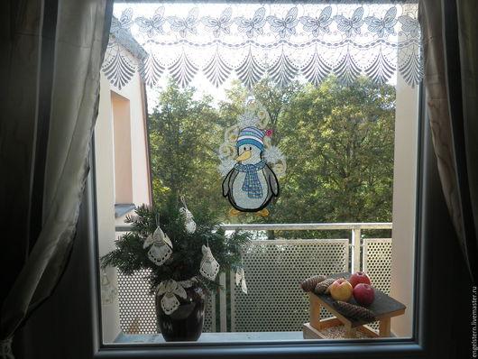 """Подвески ручной работы. Ярмарка Мастеров - ручная работа. Купить Рождественское кружевное пано для окон """" Пингвин Паша"""". Handmade."""