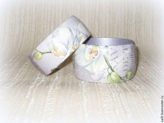 бледно-сиреневый сиреневый романтичный модный женский недорогой деревянный браслет недорого орхидея подарок что подарить девушке женщине сестре подруге маме жене на 8 марта день рождения дерево