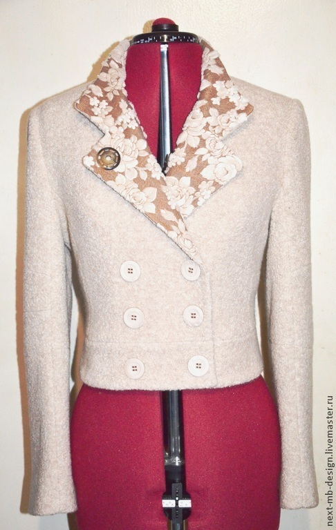 Верхняя одежда ручной работы. Приталенный двубортный жакет-куртка из двух видов ткани контрастных по текстуре и сходных по цвету, составит достойную пару не только спортивным джинсам, но и элегантной юбке.