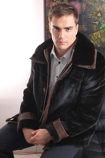 Куртка мужская из меха канадской норки Блек-Гламма. Двойная оригинальная застёжка-на молнию с трикотажным горлом и планкой из кожи крокодила,застёгивающаяся на роговые пуговици. Кожа крокодила обраб