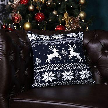 """Текстиль ручной работы. Ярмарка Мастеров - ручная работа Чехол для подушки """"Новогодние олени"""" из шерсти темно-синий. Handmade."""