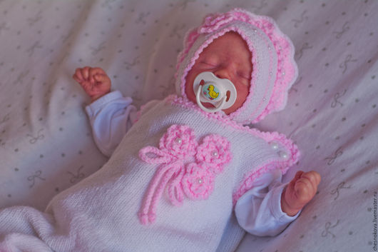 Для новорожденного, комплекты на выписку, одежда для новорожденных, шапочка вязанная , пинетки в подарок.Ярмарка Мастеров, ручная работа купить