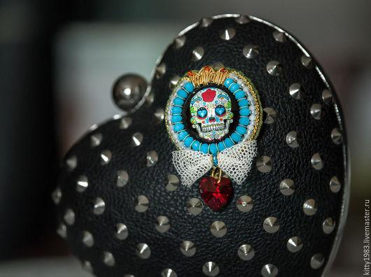 """Броши ручной работы. Ярмарка Мастеров - ручная работа. Купить Брошь """"Череп"""" радужный(брошь веселый череп голубой,веселое настроение). Handmade."""
