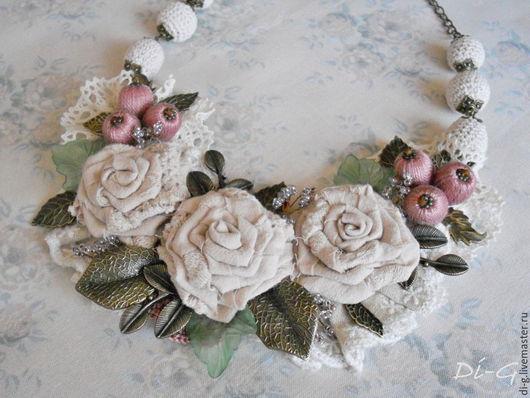 """Колье, бусы ручной работы. Ярмарка Мастеров - ручная работа. Купить Колье текстильное """"Нежность роз"""". Handmade. Бежевый"""