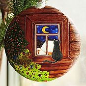 """Подарки к праздникам ручной работы. Ярмарка Мастеров - ручная работа Новогодний шар """"Кошка на окошке"""". Handmade."""