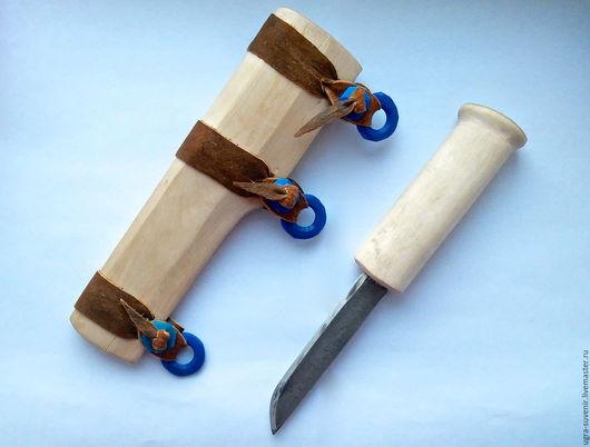 Нож и ножны выполнены из цельного дерева