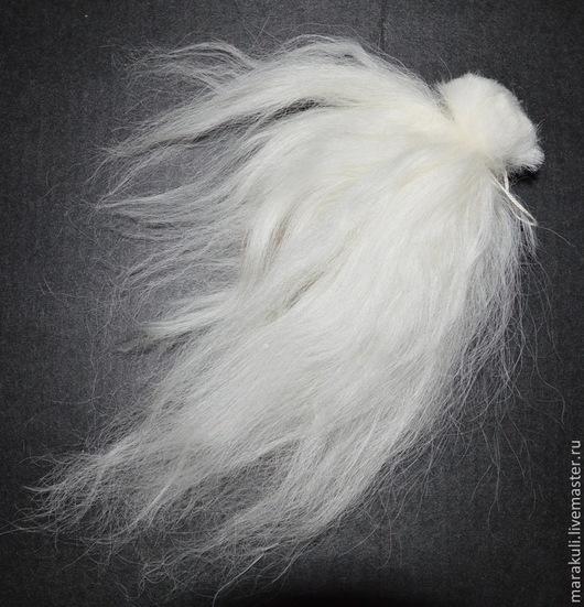Пучки волос из шерсти исландской овцы. Пучка хватает на голову средней куколки 30-40 см. Цвет белый.