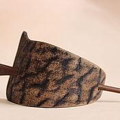 Заколки ручной работы. Ярмарка Мастеров - ручная работа Заколки: кожаная заколка с палочкой из дуба. Handmade.