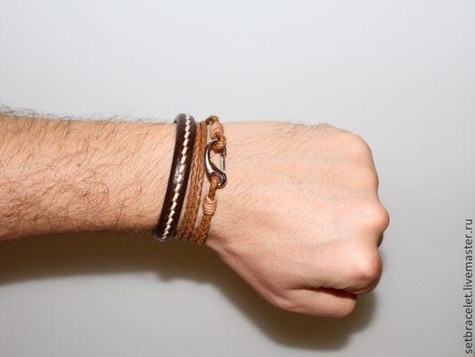 Украшения для мужчин, ручной работы. Ярмарка Мастеров - ручная работа. Купить Комплект мужских кожаных браслетов бежевый, коричневый. Handmade.