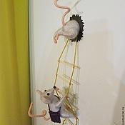 """Сувениры и подарки ручной работы. Ярмарка Мастеров - ручная работа Магнит на холодильник """"Мышки-воришки"""". Handmade."""