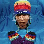 Работы для детей, ручной работы. Ярмарка Мастеров - ручная работа Комплект Весёлый дино осенний вязаный: шапка для мальчика и перчатки. Handmade.