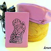 Береты ручной работы. Ярмарка Мастеров - ручная работа Кожаный берет и чехол для телефона Шотландская кошка Комплект. Handmade.