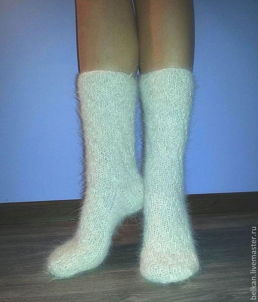 """Гольфы женские из шерсти южнорусской овчарки.\r\nРабота по мотивам """"носочки-кишочки"""", но с вывязанной пяткой.\r\nСпиралевидная резинка, плавно переходит на стопу изделия.\r\nГольфы связаны достато"""