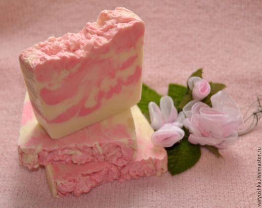 Мыло ручной работы. Ярмарка Мастеров - ручная работа. Купить «Лепески розы» натуральное мыло ручной работы. Handmade. Розовый