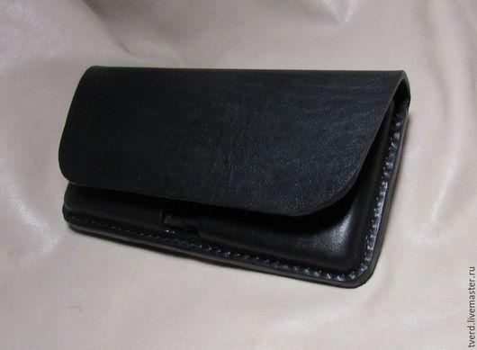 Кобура/чехол под смартфон samsung galaxy s2 из толстой кожи.\r\nТ.к. смартфон большой, кобура выполнена максимально компактно, в частности задняя стенка пришита к карману под углом, для экономии места